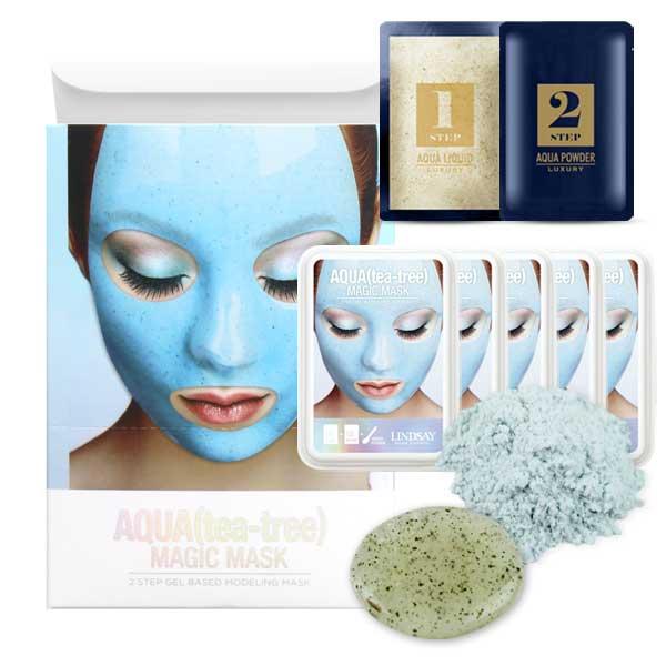 Slika devoje koja nosi plavu alginatnu masku za lice i ambalaže te kreme